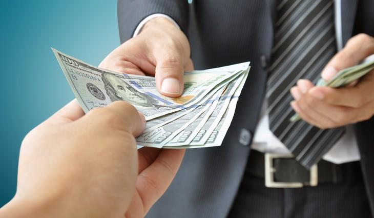 взять деньги в долг